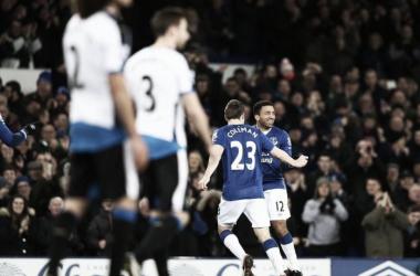 Aaron Lennon celebrates after opening the scoring. | Photo: Everton FC