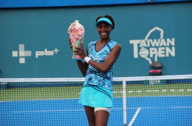 Venus Williams posing with the trophy.   Photo: Taiwan Open