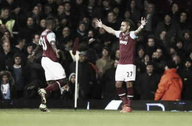 Antonio and Payet celebrate the game's only goal. | Photo: Squawka
