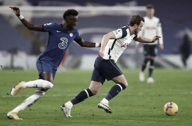 Tottenham empata sem gols com Chelsea e reassume topo da Premier League