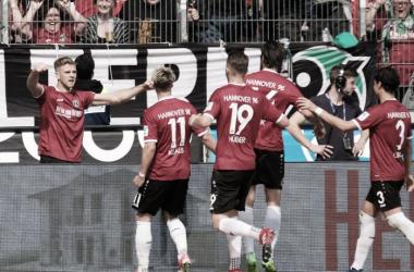 Hannover bate Union Berlin em casa e volta a ter chances de acesso