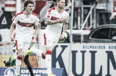 Stuttgart vira sobre Nuremberg nos últimos minutos e fica próximo do retorno à elite alemã