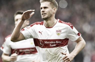 Stuttgart vence Erzgebirge Aue com dois de Terodde e fica muito próximo do retorno à elite alemã