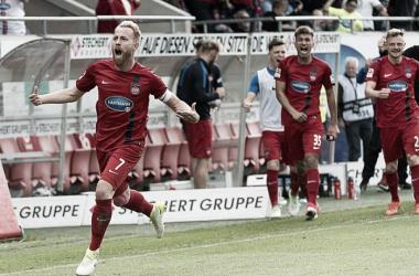 1860 Munique sofre virada no fim diante do Heindenheim e jogará playoffs na 2. Bundesliga