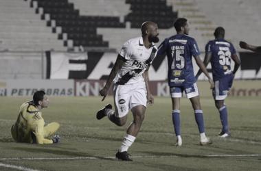 Luizão comemora o gol de empate (Foto: Álvaro Jr/PontePress)