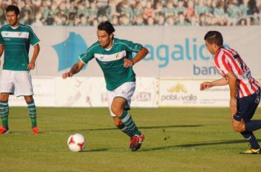 Besada conduce un balón en un partido de la pasada campaña |foto: Coruxo FC.