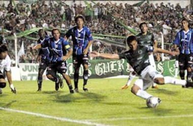 Imagen del último encuentro entre ambos, disputado en Junín.