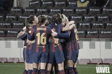 Las jugadoras del Fútbol Club Barcelona celebrando uno de los goles marcados en la presente temporada | Foto de Noelia Déniz, VAVEL