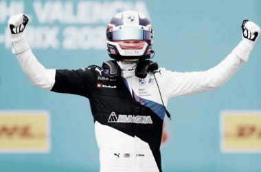 Jake Dennis logra su primera victoria en la Fórmula E