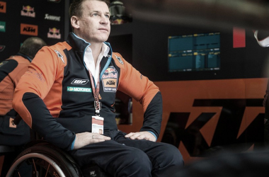 Pit Beirer en el box de KTM, temporada 2019. Foto: motogp.com