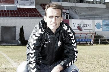 Iván Amaya posa antes de una entrevista | Fotografía: C.D. Puerta Bonita