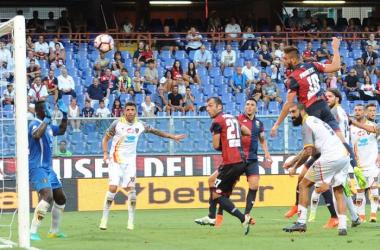 Genoa 3-2 Lecce. Nella foto l'azione che ha portato al goal Pavoletti. Fonte: profilo facebook ufficiale Genoa.