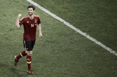 Xabi Alonso en un partido con la Selección Española. Foto: AFP