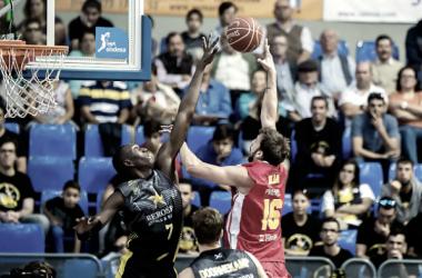 El Iberostar Tenerife derrota a UCAM Murcia y suma ya nueve triunfos