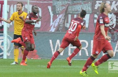 Kaiserslautern celebrate as Jacques Zoua puts them 1-0 up. (Photo: Bundesliga)