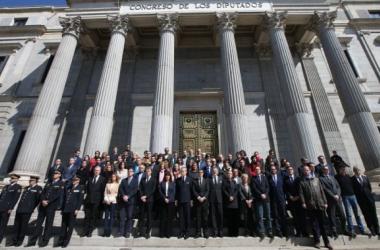 Imagen del minuto de silencio por los atentados de Bruselas (Imagen: Uly Martín / El País)