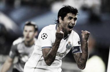 Lucho fez de avançado e marcou o primeiro golo do FC Porto (Foto: esportes.com.br)