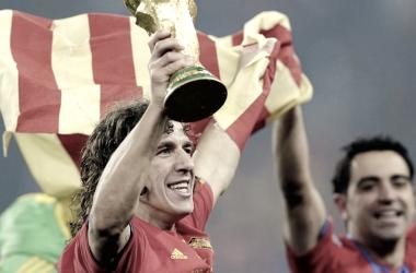 Puyol y Xavi en la celebración de la Copa del Mundo 2010. Fuente: El Periódico