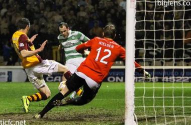 Celtic goleia Motherwell e aumenta vantagem na liderança