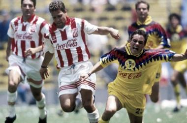 Cuauhtémoc Blanco y Alberto García Aspe vistieron las camisetas de ambos equipos (Foto: Fox Deportes)
