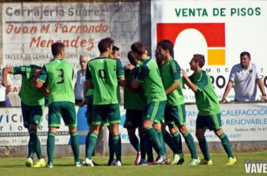 Los jugadores del Celta B, celebran el primer tanto. (Foto: Alberto Brevers, VAVEL)