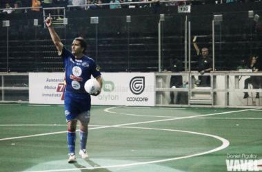 Genoni Martínez festejando uno de sus tres tantos.