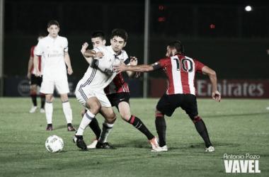 Un error de Simón regala tres puntos al Castilla