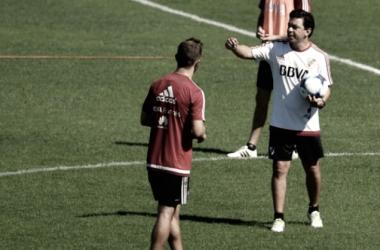 Marcelo Gallardo pensando en el equipo que enfrentará a Unión (Foto: FotoBaires)