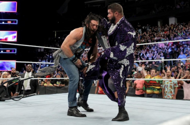 Bobby Roode emerges out of the Conga Line to deliver a Glorous DDT to Elias | Photo Credit: WWE.com