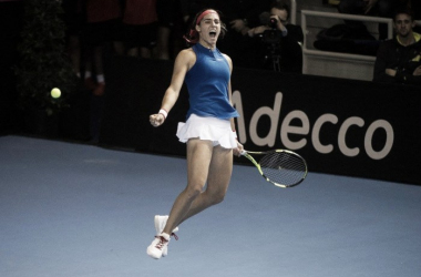 Garcia jumps with joy after giving France the lead | Photo: Fed Cup