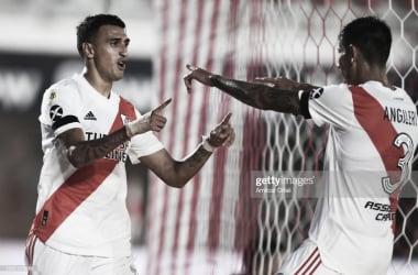 DEDICATORIA ESPECIAL. Suárez(izquierda) señala a Angileri(derecha), el delantero le dedicó el gol al lateral. Foto: Getty images