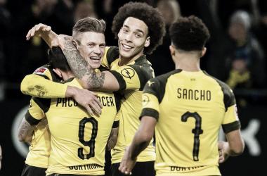 Borussia Dortmund vence Freiburg e permanece na liderança da Bundesliga