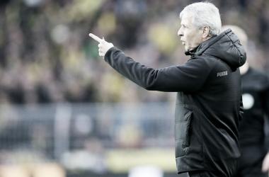 Favre durante partida no Signal Iduna Park (Divulgação/Borussia Dortmund)
