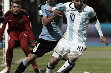 UN NUEVO CAPITULO. Messi y un nuevo clásico del Río de la Plata en su curriculum personal. Foto: Getty images