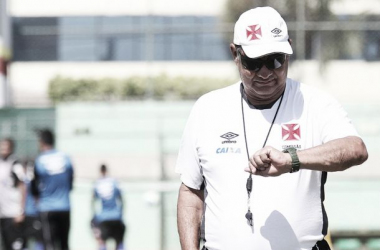 Após garantir acesso, Joel Santana revela desejo de permanecer no Vasco em 2015