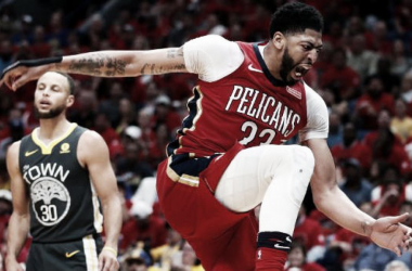 Anthony Davis celebra una acción contra los Warriors. Foto: AP Photo