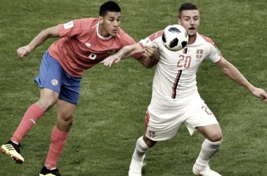 Duarte, disputando un balón con Milinkovic - Savic durante el Mundial / Foto: Costa Rica.