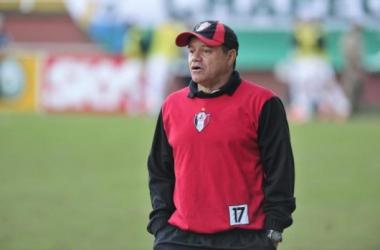 Joinville demite técnico Arturzinho