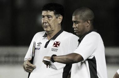 """Fazendo cálculos para ver o Vasco campeão, Joel exalta a torcida: """"Nos ajudaram a vencer"""""""