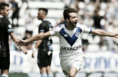 Agustín Bouzat (figura del partido) celebra su gol, sobre el cierre del primer tiempo. Foto: MARCA CLARO ARGENTINA.