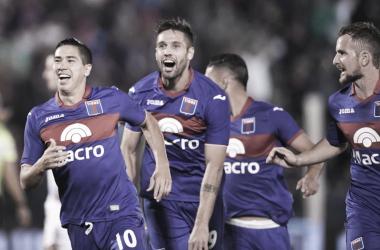 """""""Cachete"""" pone el 3-0 y todo es felicidad en el rostro de los jugadores. Fuente: Diario de La República"""