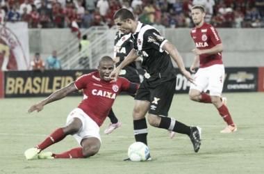Douglas Silva negocia rescisão com Red Bull Salzburg e diz que quer permanecer no Vasco