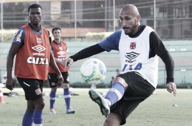 """Guiñazú, capitão do Vasco, minimiza título da Série B: """"Ser campeão ou não é consequência"""""""