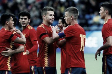 Dani Olmo celebra su gol contra Kazajistán junto a sus compañeros. Foto: EFE