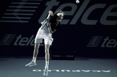 El saque, un aliado fundamental de Zverev en todo el encuentro vs de Miñaur. Foto: Abierto Mexicano de Tenis.