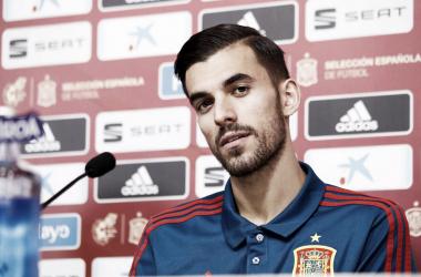 Dani Ceballos en la sala de prensa de la Ciudad del Fútbol de Las Rozas. / Foto: AFP