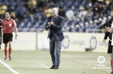 Pepe Mel anima a sus jugadores de la UD Las Palmas. Fuente: LaLiga SmartBank