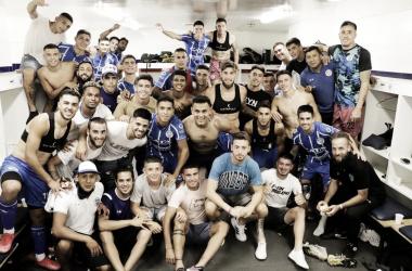 FELICIDAD Y UNIÓN. El plantel de este 2020 del Tomba, se lo mostró contento en el vestuario tras derrotar a Platense. Foto: Prensa Club Godoy Cruz