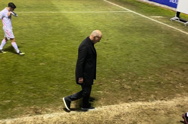 Zidane dirigiendose al vestuario tras la derrota frente al Alcoyano