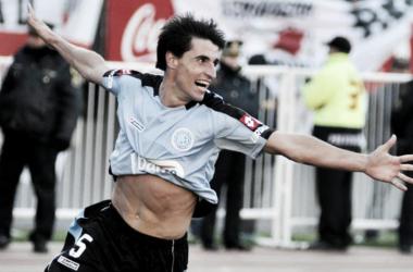 Guillermo Farré festeja su gol que sentencio a River a jugar en la B Nacional en 2011. Fuente: (Mundo D)
